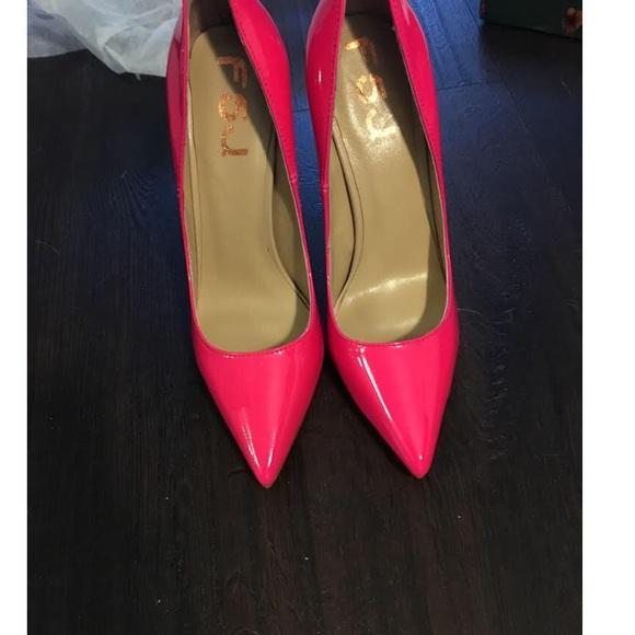 fa3333436fe Barbie (Hot Pink - Neon Pink) Pumps - sz 6
